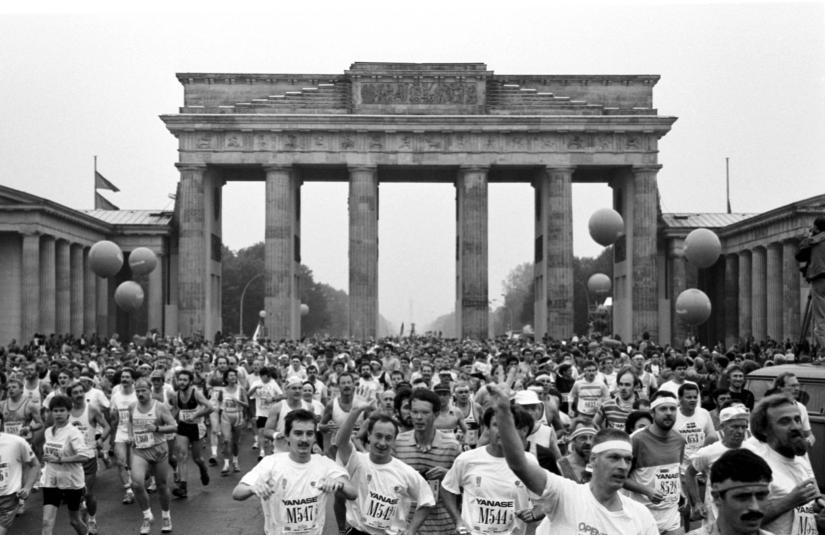Berlin Marathon 1990 - the first to run through both halves of the capital. The historic occasion resulted in a 3Km sprint start, with everyone wanting to race through the historic Brandenburg gate for the first time.